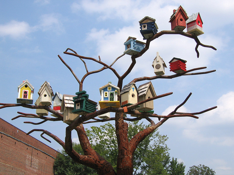 00aFavorite 'Birdhouse' 16-foot tall tree w 20 birdhouses designed by Beverly Ford