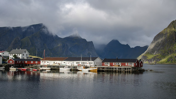 Moskenesøya: Hamnøya and the Reinefjorde