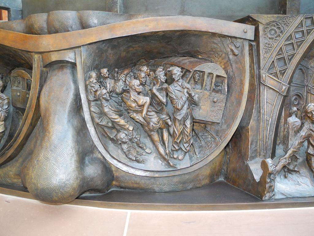 London: St Pancras St., Paul Day sculpture