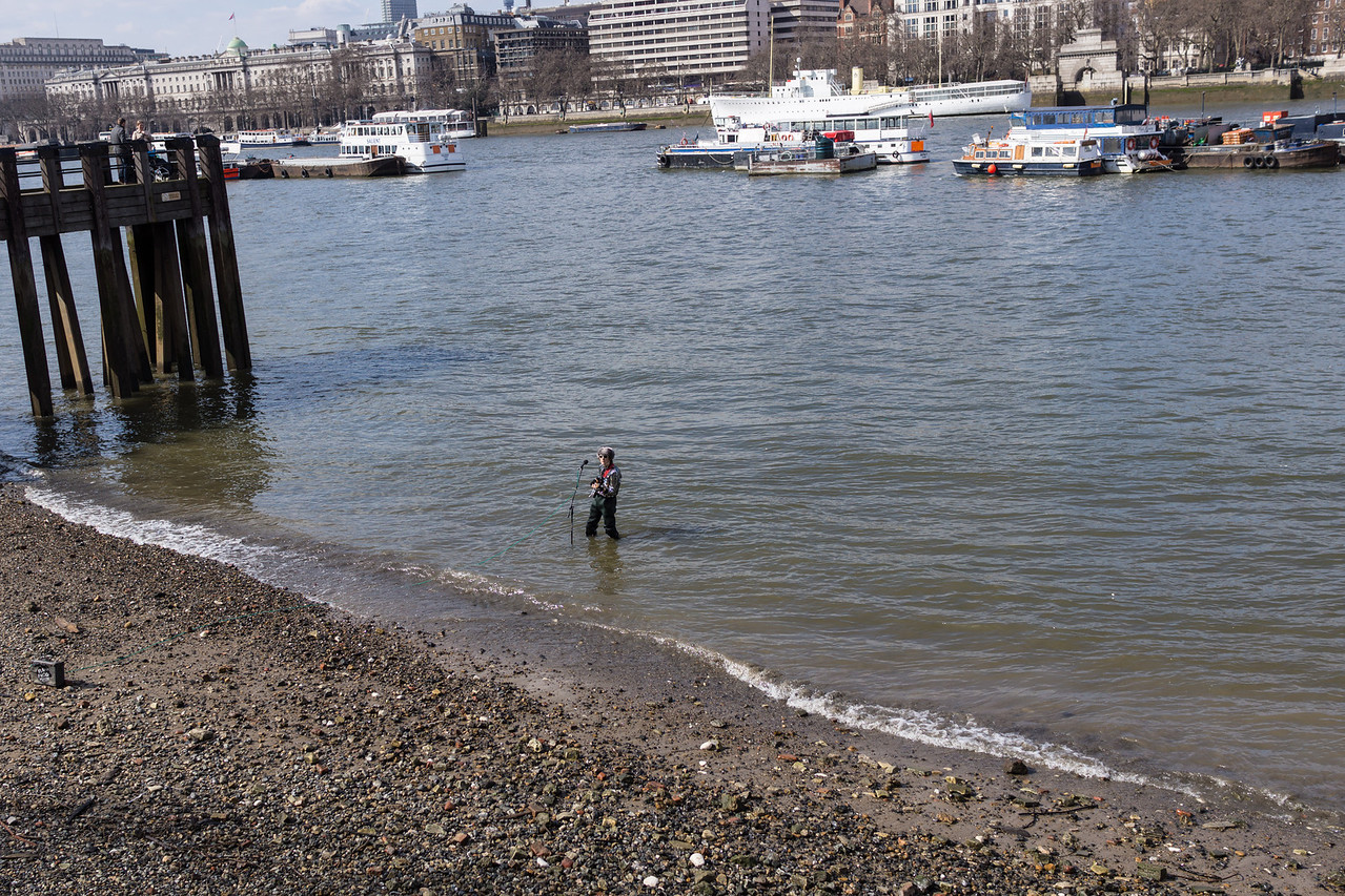 Street performer in the Thames