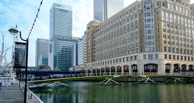 Footbridge to Canary Wharf, WIQ