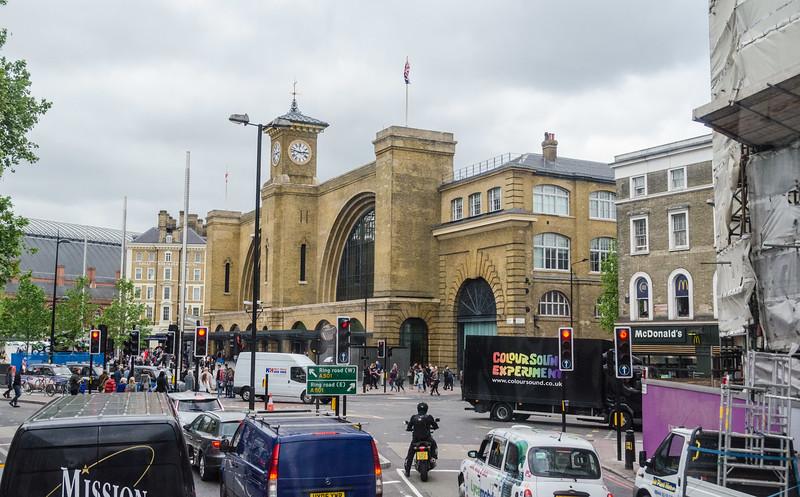 """<a href=""""https://en.wikipedia.org/wiki/London_King%27s_Cross_railway_station"""" target=""""_blank"""">King's Cross</a> station"""