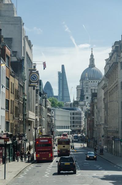 """Atop bus in <a href=""""https://en.wikipedia.org/wiki/Fleet_Street"""" target=""""_blank"""">Fleet Street</a>"""