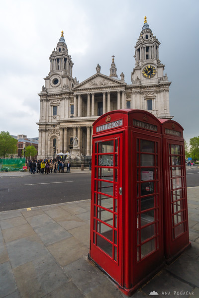 A red phone box and St. Paul's Cathedral