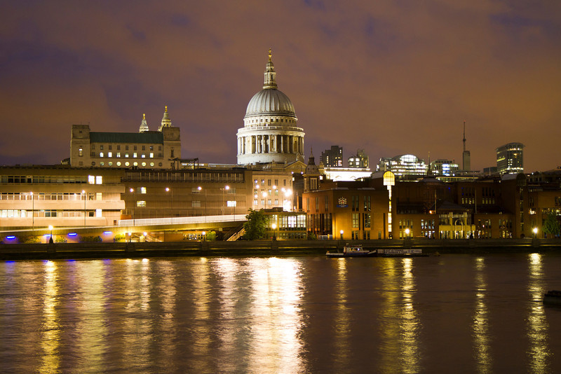 Sitting at The Founder's Pub for a bite on the south side of the River Thames with a view of St. Paul's Cathedral in London, England.