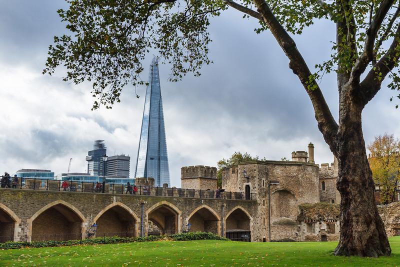 The Shard hinter den Mauern des Towers