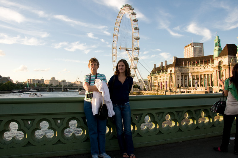 Kristin and Mom, The London Eye