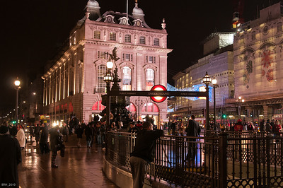 Piccadilly Circus at Night Nov 2010