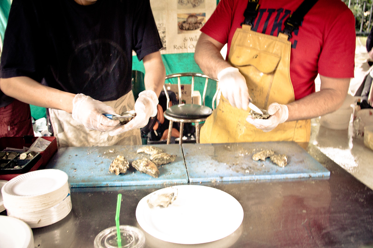 borough market shucking oysters