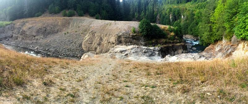 Panorama of no dam.