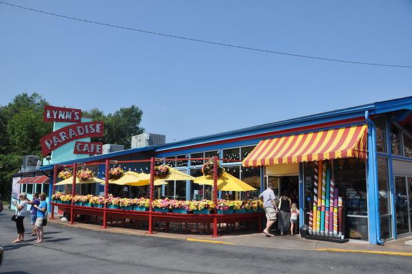 Lynns Paradise Cafe