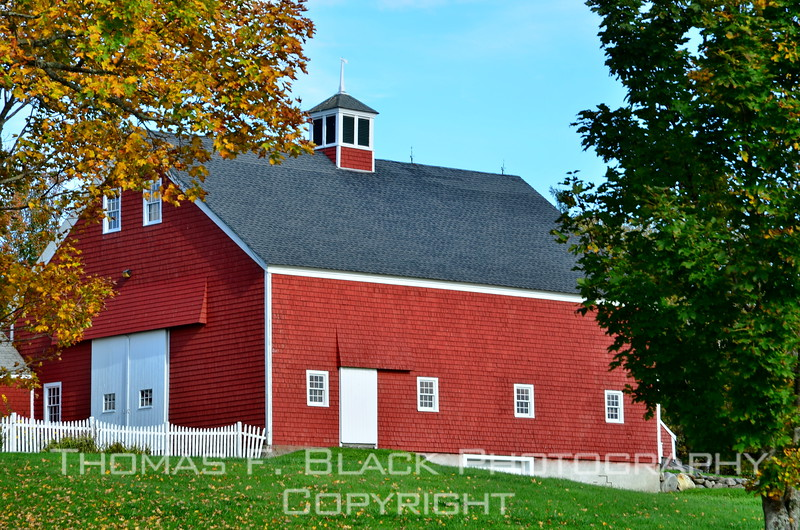 Yet another Appleton area barn. Appletonians seem to favor red. [UFP100812]