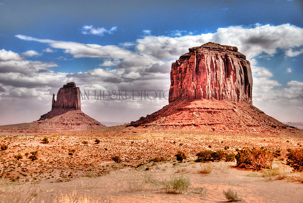 EAST MITTEN AND MERRICK BUTTE, MONUMENT VALLEY, NAVAJO TRIBAL PARK, AZ