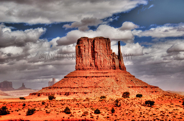 WEST MITTEN BUTTE, NAVAHO INDIAN NATION, MONUMENT VALLEY, AZ
