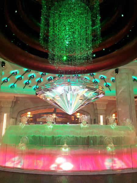 酒店個噴水池,原來中間有粒大鑽石