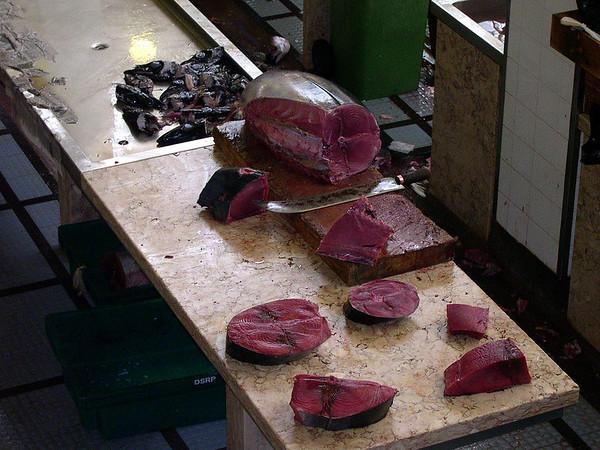 her vert det Tunfisk på menyen,,