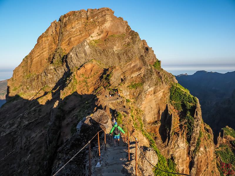 Pico do Arieiro to Pico Ruivo hike - Pedra Rija