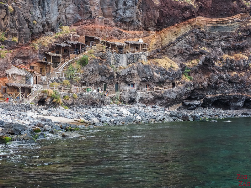 Calhau da Lapa cave houses