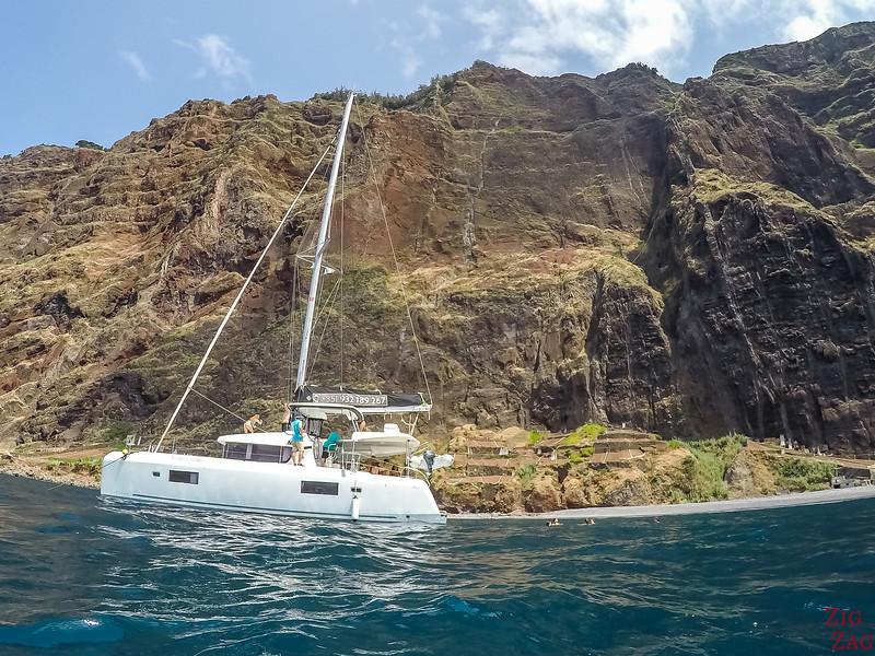 Nage sous les falaises de Cabo Girao - excursion bateau Madère