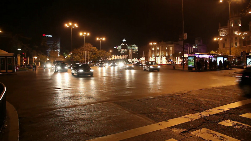 A look at the evening traffic at Via Gran.<br /> In the distance you can see the Central Bank of Spain.
