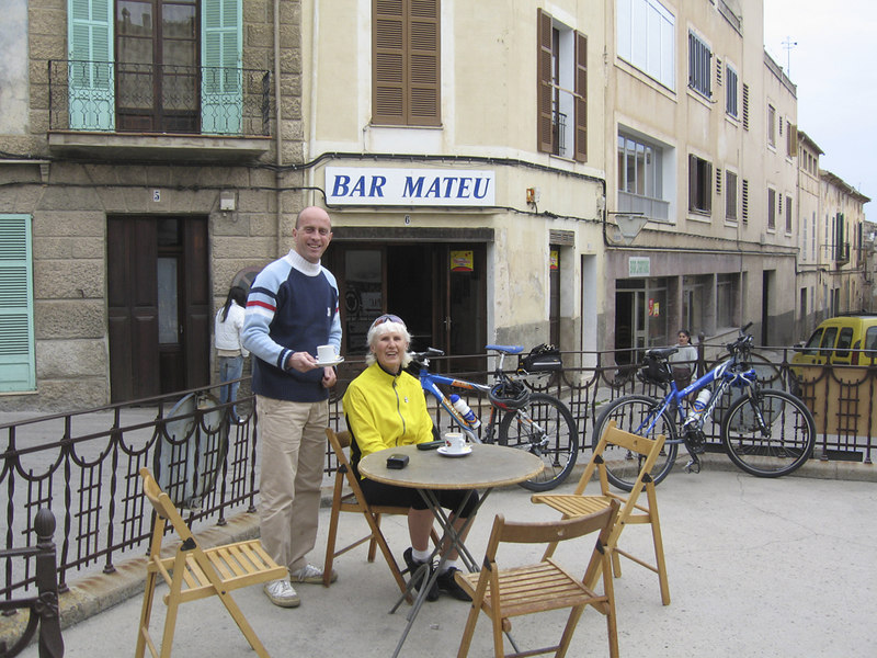 The cafe on the roundabout at Arta