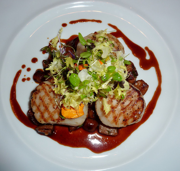 Sky on 57 - Pan Seared King Scallops with Mushrooms, Oriental Spices and Red Wine