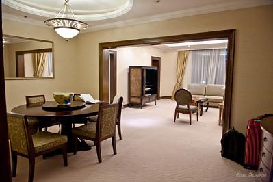 отель, в котором нас неожиданно проапгрейдили - зачем-то на трехкомнатный номер. Я там чуть не потерялась.