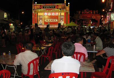 Karaoke tijdens Jonker Street Night Market, Melaka, Maleisië.