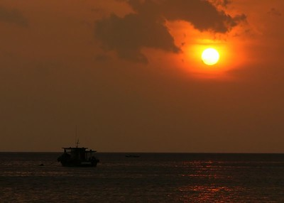 sun and boat  0101_r1_filtered