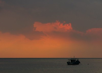 Lone boat 0089_filtered