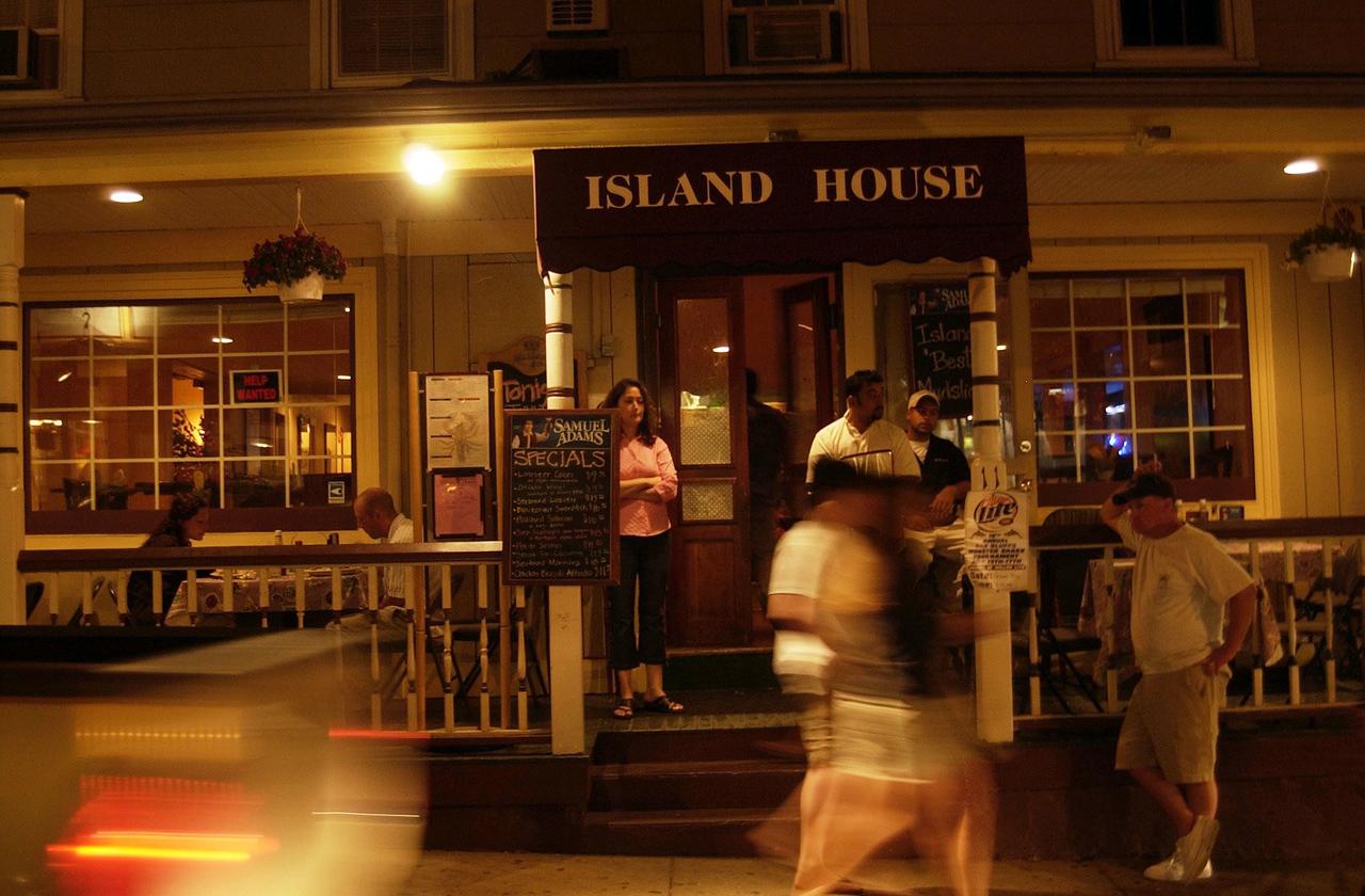Martha's Vineyard first night. OAK BLUFFS ISLAND HOUSE( Damon Dahlen / The Washington Times ) http://www.washingtontimes.com/ (Damon Dahlen/Washington Times)