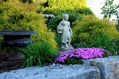 Four Seasons' Statue - Spring - Ring's Island - Salisbury
