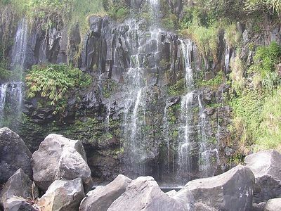 Helele'ike'oha Falls and Blue Pool below.
