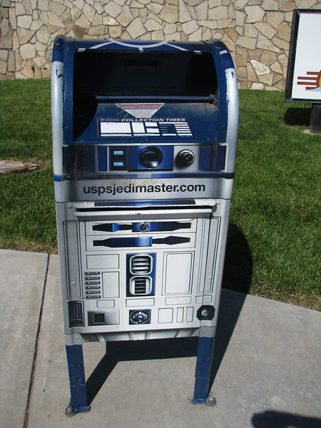 Upon leaving the visitor center we ran into R2D2, he had gotten a job at the Postal Service collecting mail.