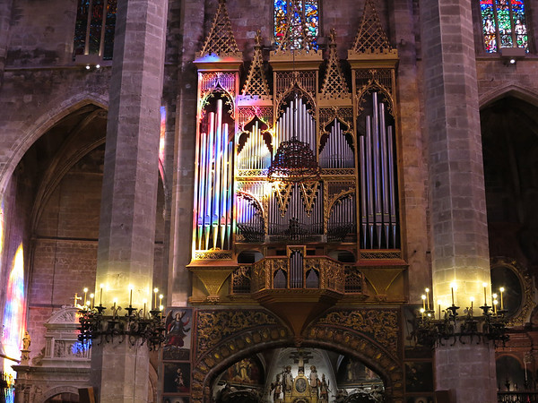 Majorca Cathedral - Compare this picture of the organ with the one taken about 30 minutes earlier in which there is no color from the glass.