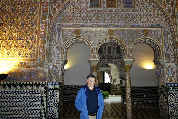 King Peter was an admirer of Islamic architecture and summoned Muslim artists and artisans from Seville, Granada and Toledo to build his palace.
