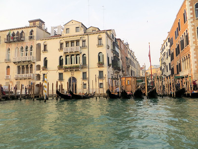 One of the best things to do is to take a Grand Canal cruise.  All the elegant old palazzos are lined up along the Grand Canal in their faded glory.