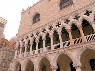 The Doge's Palace  was the seat of government, and the law court.  I am sorry I didn't take more pictures of this spectacular building.  Also sorry we didn't get to take the tour of the inside.