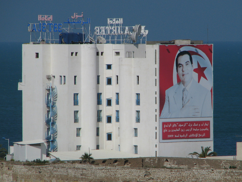 Picture of the President of Tunisia on the side of a building in La Goulette