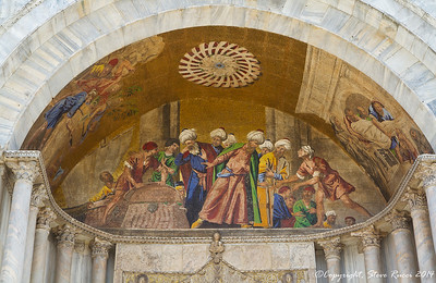 Fresco of the Venetian's sneaking the bones of St. Mark out of Alexandria.