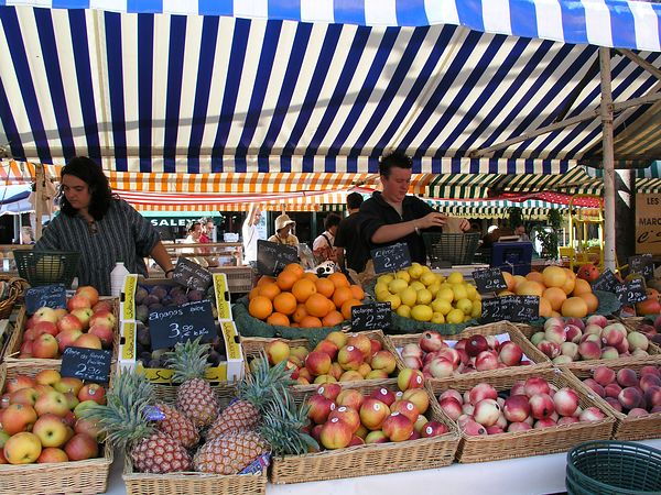 The fruit vendors abound in this marketplace at this time of year
