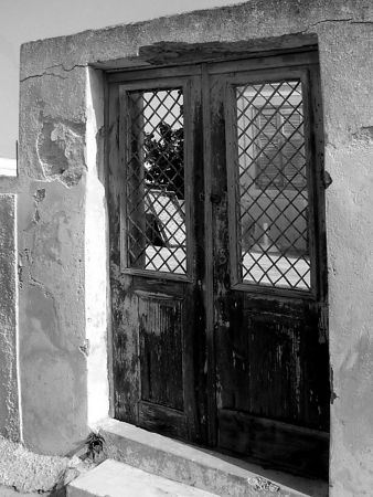 An old door in Pyrgos village.