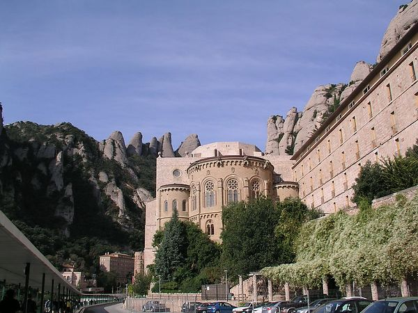Another view of the apse. The buildings blend with the rocks to create an atmosphere of peace and seclusion.