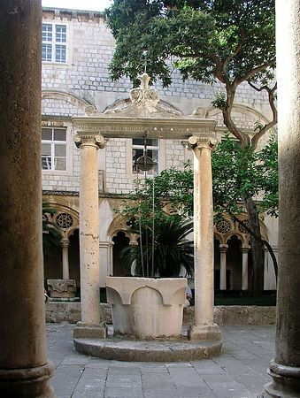 A well in the center of the courtyard.