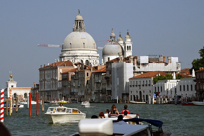 Boat Traffic in Grand Canal