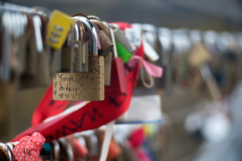 Yarra river bridge… lock cements the love of a couple