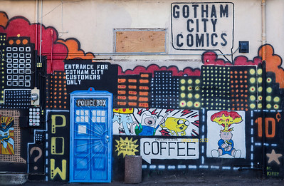 Gotham City Comics back wall Mesa 4985