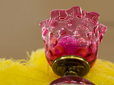 Pink vase yellow feathers 4029