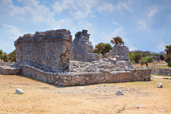 Image of a Mayan ruin in Tulum.