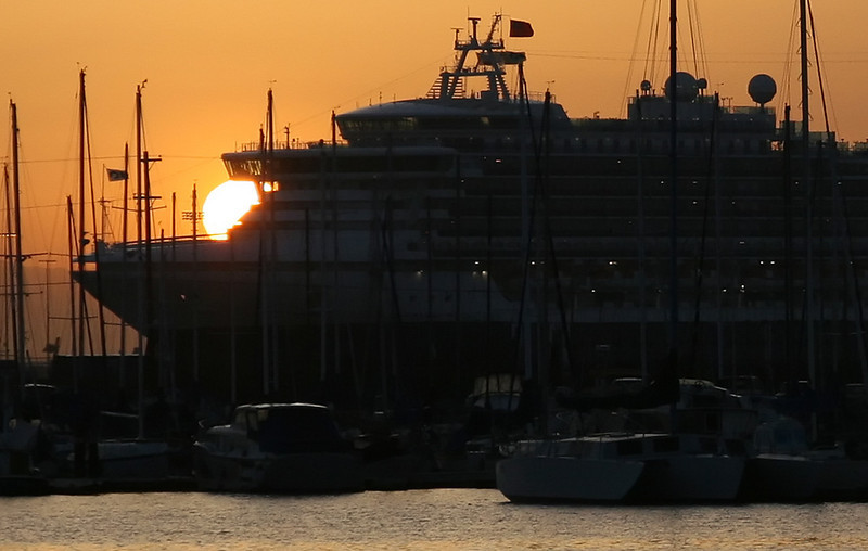 Sapphire Princess coming into San Pedro at sunrise.